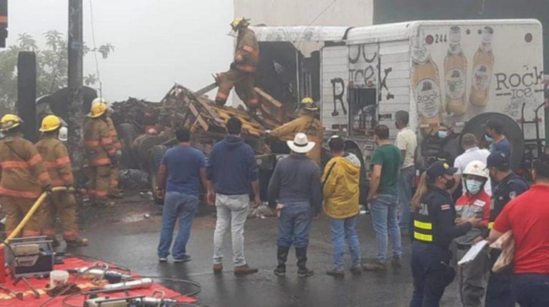 Truck without brakes causes triple crash kills four