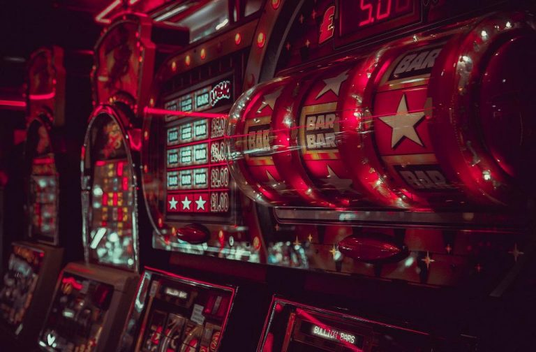 Facts and Career Opportunities for Positioning and Popularity of a Casino Dealer