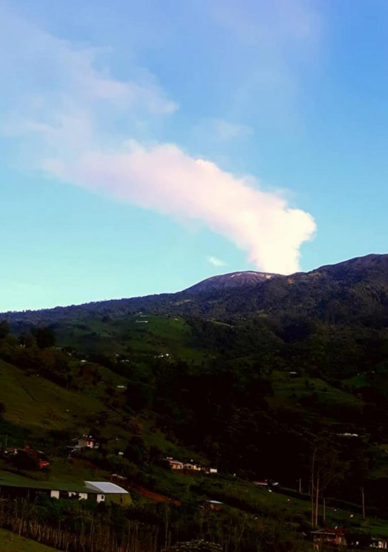 Heavy downpours generated the first phreatic eruption of this year at the Turrialba volcano