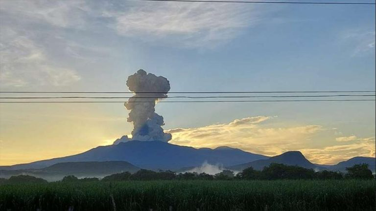 Rincon de la Vieja erupts early Monday