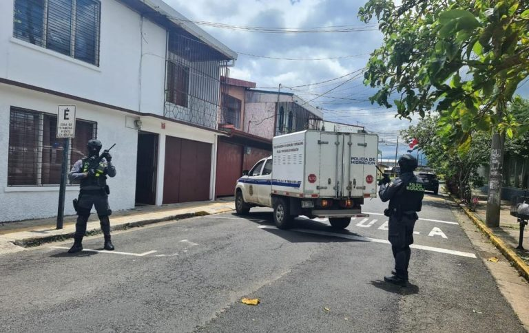 Couple detained in Alajuela for alleged sexual exploitation of women in clandestine massage parlor