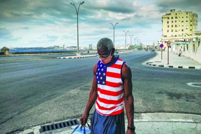 US warns Haitians and Cubans not to try to flee to their territory