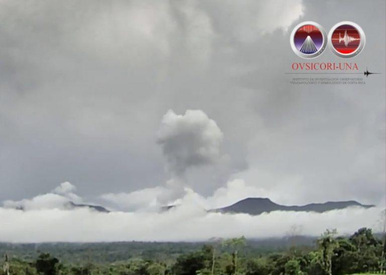 Rincón de la Vieja volcano erupted again this Sunday afternoon