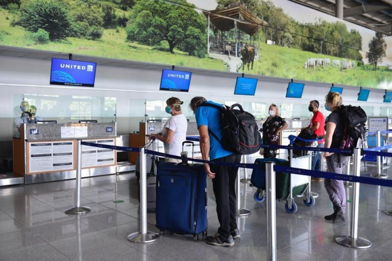 Almost 500,000 tourists entered Costa Rica by air during the first half of 2021