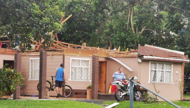 Tornado in Santa Bárbara de Heredia unroofed houses, felled trees