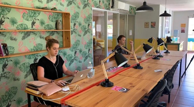 Why do digital nomads choose Costa Rica to work?