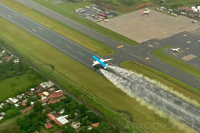 KLM Boeing 787 taking off from the San Jose aiport
