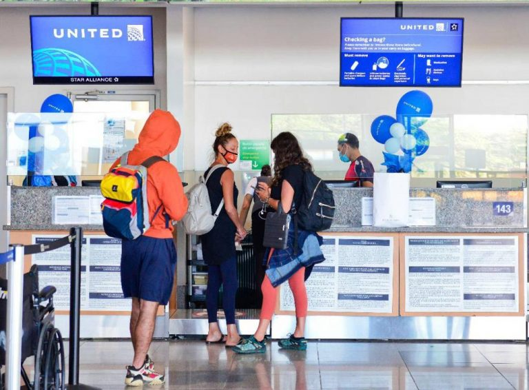 Costa Rica received 766,000 tourists by air after reopening of borders