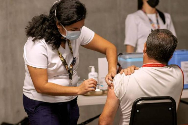 275,000 vaccinations a week is key to beat the delta variant, report