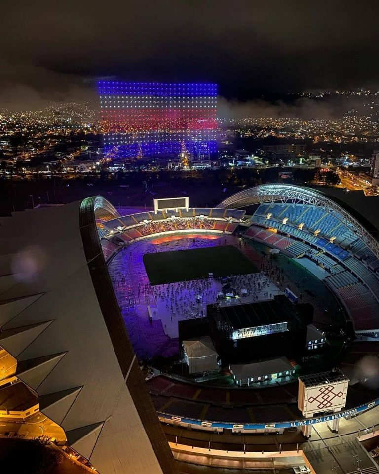 500 Intel drones illuminated the night of celebration of the Bicentennial of Costa Rica