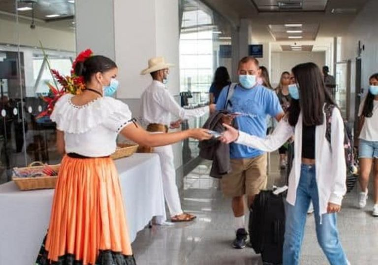 Canadian airlines will start flying back to Costa Rica on October 2