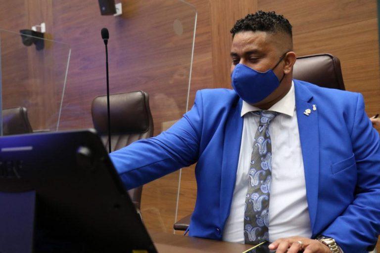 Legislator Melvin Núñez, who rejected the vaccine, hospitalized