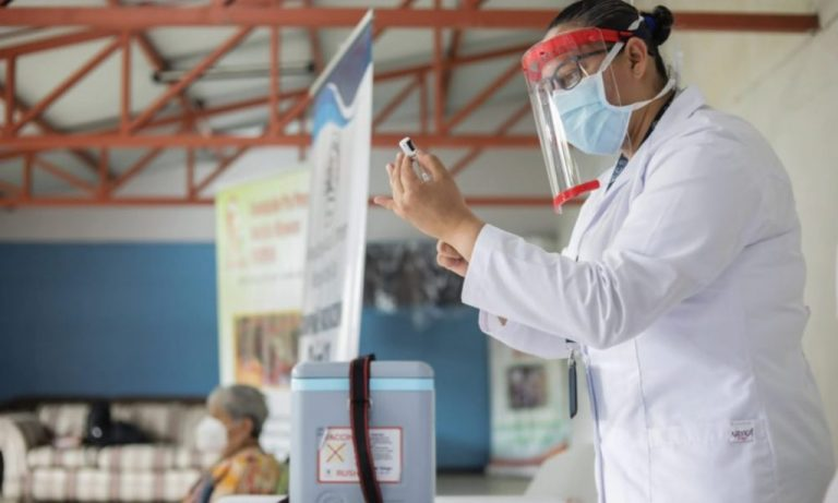 Can tourists get vaccinated in Costa Rica?