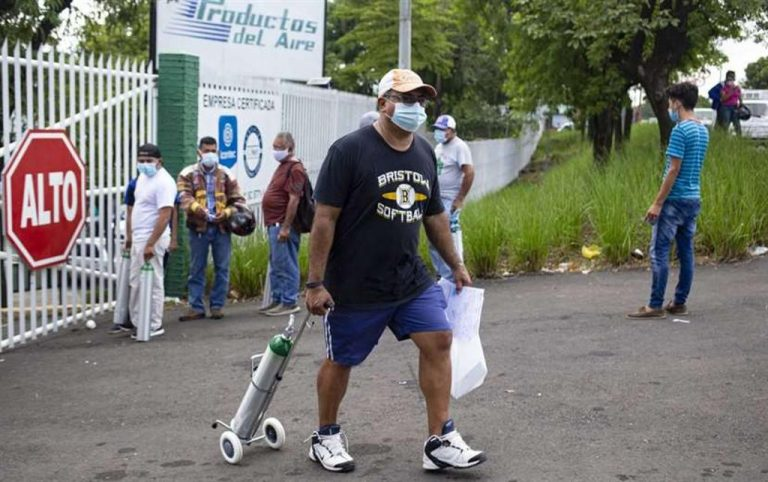 """Oxygen demand due to COVID in Nicaragua: """"It's time to stand in line and wait for the miracle"""""""
