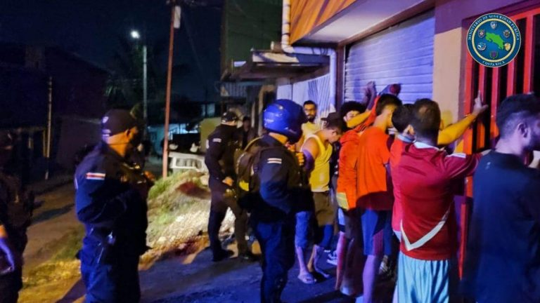 Police intervened 120 parties and activities in bars during the weekend