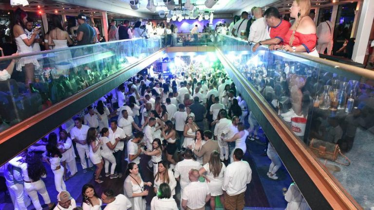 Some party!: 1,000 Costa Ricans celebrated independence on a cruise on the Hudson River