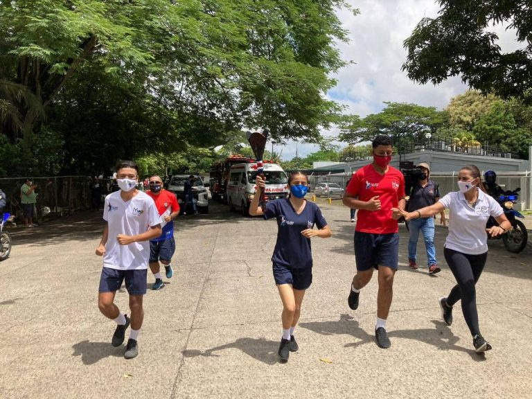 Independence Torch Arrived in Costa Rica This Monday Morning